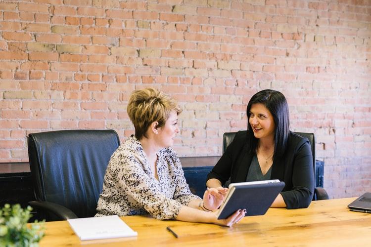 diretoras em reunião